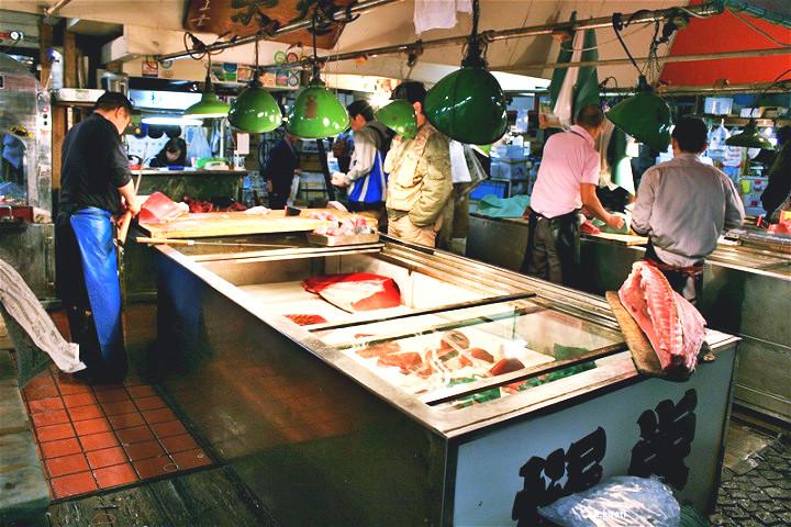 ตลาดปลาทสึคิจิ + ปั้นซูชิระดับตำนาน